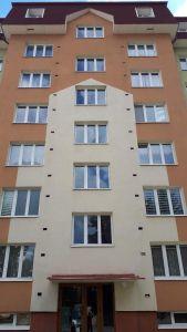 2 cisteni fasady a strechy bytovy dum Policka po